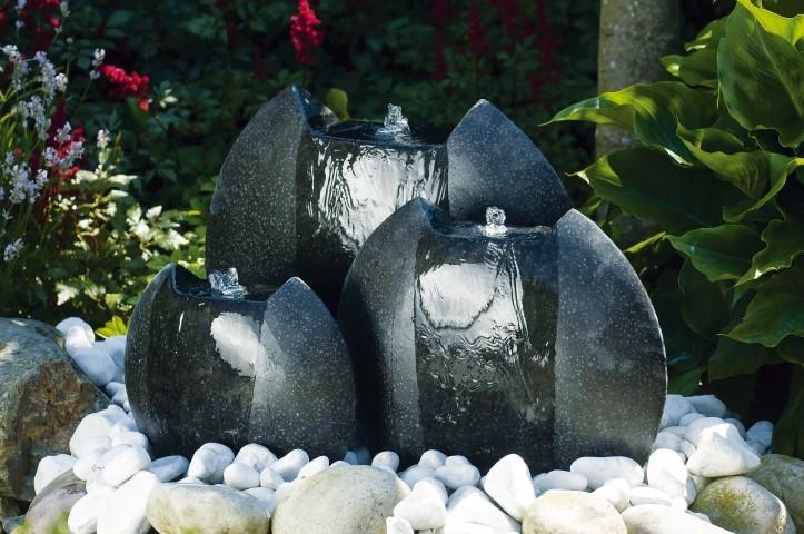 Waterornament ferrara is een drie delig ornament met terrazzo elementen en led verlichting.dit waterornament ...
