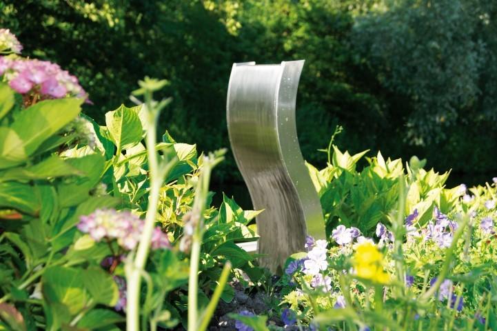Waterornament fermo is een ornament met een strak vormgegeven, golvend, geborsteld rvs element.dit ...