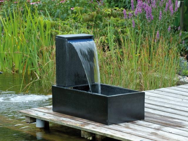 Waterornamenten van casale is een strak modern ornament met een mooi watervalelement, net als ornament ...
